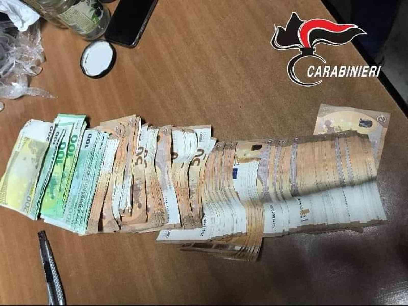 Immagine articolo: Tre misure cautelari per droga a Ribera e sequestrati dai carabinieri 12 mila euro nascosti in barattoli sepolti nel terreno in campagna